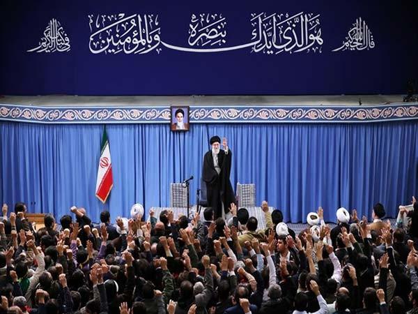 هر کسی به ایران و امنیت آن علاقمند است، در انتخابات شرکت کند/ «معامله قرن» قبل از مردن ترامپ، میمیرد